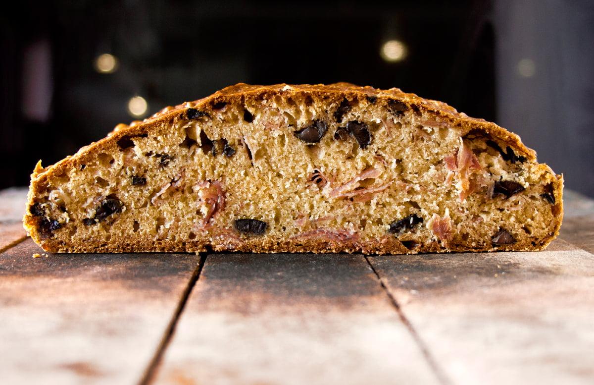 recipe_prosciutto-olive-bread_1200x800