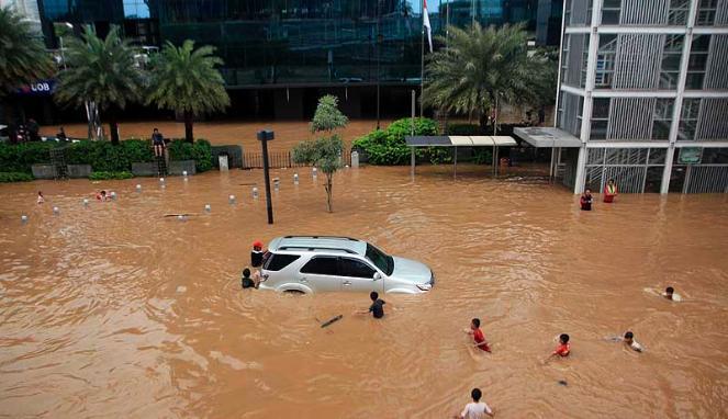 188437_bundaran-hi-terendam-banjir_663_382